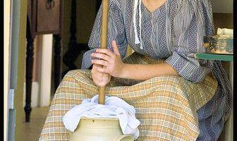"2018 Amish Women Calendar Available Despite Fierce Elder Resistance to ""Shameful Pimping"""
